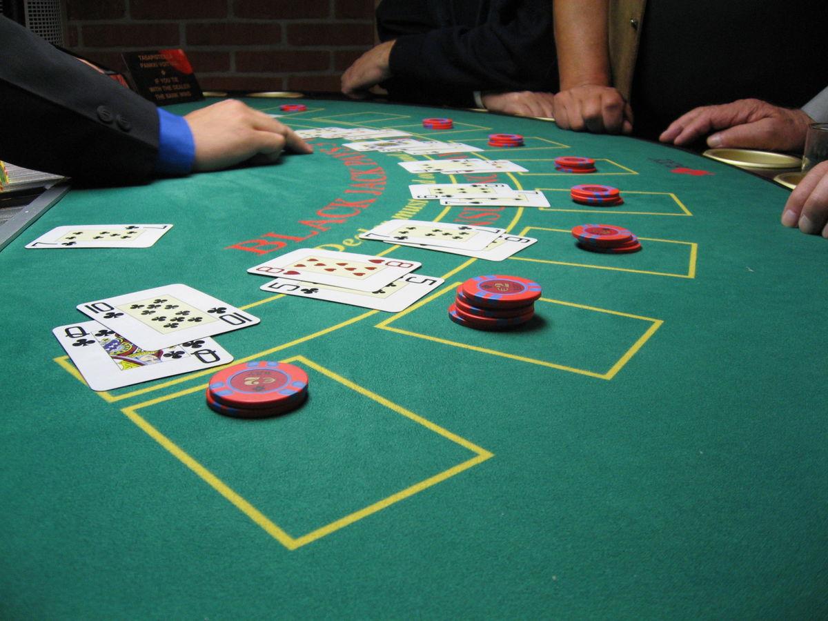 小說家和撲克專業人士對撲克復雜遊戲的沉思